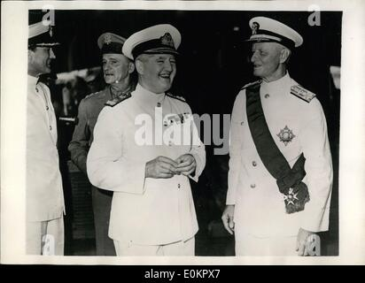 Aug. 08, 1945 - British Honour American Admiral: At Guam Admiral Chester W. NIMITZ, commander-in-chief of the Allied - Stock Photo
