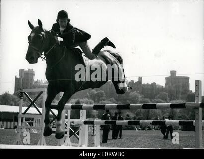 May 05, 1950 - Royal Windsor Horse Show - First Day.: Photo shows Miss M. Edgar, riding Farmers Glory, during the - Stock Photo