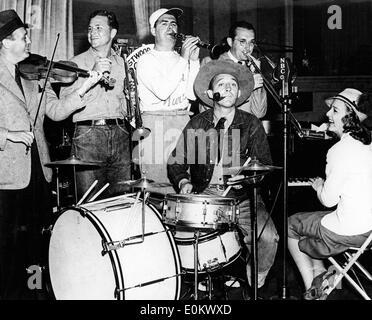 Jan. 01, 1952 - London, England, United Kingdom - File Photo: circa 1952. HARRY LILLIS 'BING' CROSBY May 2, 1903 - Stock Photo