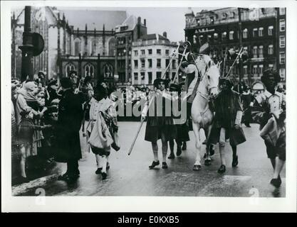 Dec. 01, 1950 - Saint Nicholas in Amsterdam! As according to old Dutch tradition, St. Nicholas arrived in Amsterdam - Stock Photo