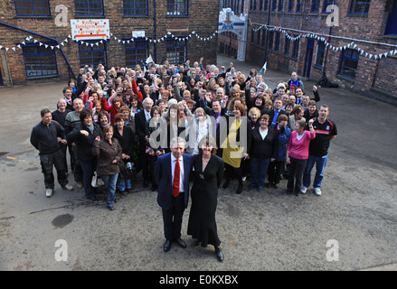 Emma Bridgewater and husband Matthew Rice withe the entire staff of Emma Bridgewater pottery in Stoke on Trent - Stock Photo
