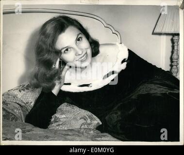Jan. 01, 1953 - Norwegian Screen Star holds press conference at Dorchester: Norwegian screen star EVA BERGH who - Stock Photo
