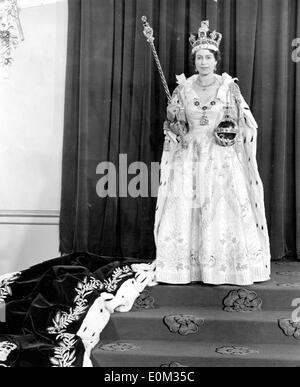 Queen Elizabeth II after her coronation - Stock Photo