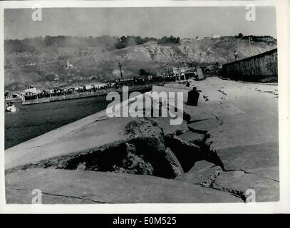 Aug. 08, 1953 - Greek Earthquake Disaster. Photo Shows: Great gaps caused by the earthquake can be seen in this - Stock Photo