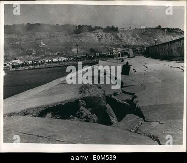 Aug. 08, 1953 - Greek Earthquake disaster: Photo shows great gaps caused by the earthquake can be seen in this picture - Stock Photo