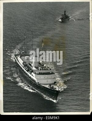 Apr. 04, 1954 - Royal children leave. Photo shows Aerial view of the Royal Britannia, with Prince Charles and Princess - Stock Photo
