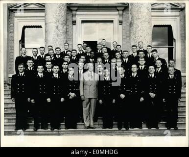 Jul. 07, 1955 - American Midshipmen visit home of first sea Lord.: The highlight of a U.S. midshipemen's training - Stock Photo