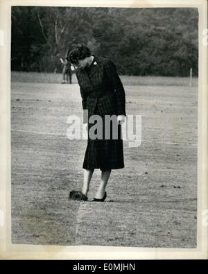 Jun. 06, 1955 - Queen attends Royal Windsor Polo tournament at Windsor Great park: H.M. The Queen and the Duke of - Stock Photo