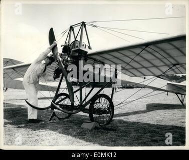 Jul. 06, 1955 - 6-7-55 Royal Aircraft Establishment, Farnborough. Golden Jubilee, preview of exhibits. The Royal - Stock Photo