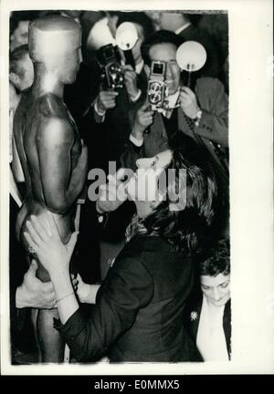 Mar. 03, 1956 - Anna Magnani gets substitute Oscar until the one comes.: Italian actress Anna Magnani, who was awarded - Stock Photo