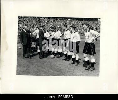 May 05, 1956 - F.A. Cup final at Wembley. Birmingham City Versus Manchester city. photo shows H.R.H. The duke of - Stock Photo