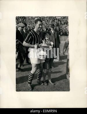 May 05, 1956 - Manchester City Wins the Cup Beat Birmingham 3-1 at Wembley Manchester City this afternoon beat Birmingham - Stock Photo