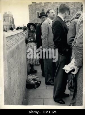 Jun. 06, 1956 - The little boy who missed the show. Garter ceremony at Windsor.: Sir Anthony Eden, the Prime Minister, - Stock Photo