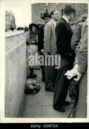 Jun. 06, 1956 - The little Boy Who Missed The Show. Garter Ceremony At Windsor. Sir Anthony Eden, the Prime Minister, - Stock Photo