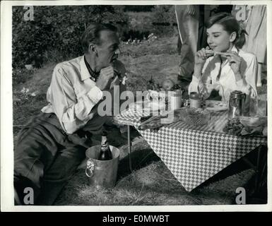 Sep. 09, 1956 - Alfresco lunch for Gary Cooper and Audrey Hepburn. Photo shows film stars Gary Cooper and Audrey - Stock Photo