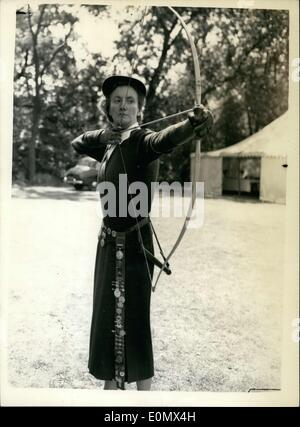 Jul. 25, 1956 - Grand National Archery Meeting. British Champion takes aim: The 103rd meeting of the Grand National - Stock Photo