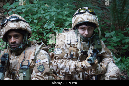 Soldiers in full British Army uniform - Stock Photo