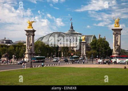 Grand Palais in Paris, Frankreich - Grand Palais and Pont Alexandre III in Paris, France - Stock Photo