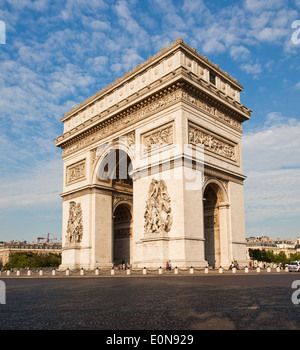 Arc de Triomphe an der Champs-Elysees, Paris, Frankreich - Arc de Triomphe at Champs-Elysees, France, Paris - Stock Photo