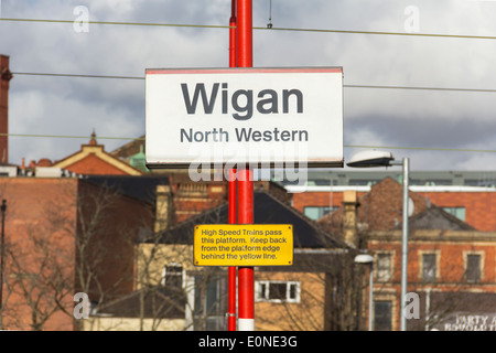 Wigan North Western West Coast Main Line railway station, sign and warning to keep back from platform edge. - Stock Photo