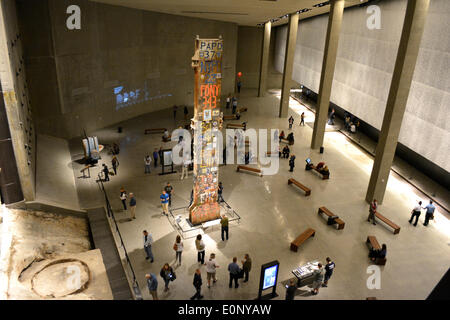 New York, NY, USA. 16th May, 2014. People gathering in Foundation Hall at the newly opened 9/11 Memorial Museum - Stock Photo