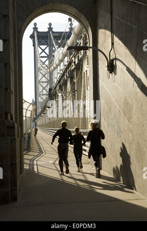Pedestrian and bike path on the Manhattan Bridge which crosses the East River between Brooklyn and Manhattan. - Stock Photo