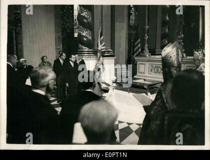 Nov. 26, 1956 - 26-11-56 American Memorial Chapel dedicates at St. Paul's Cathedral. Photo Shows: H.M. The Queen - Stock Photo