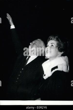 Oct. 25, 1957 - Last night at the Gaumont Palace, Charlie Chaplin (left) presiented his latest film, ''A King in - Stock Photo