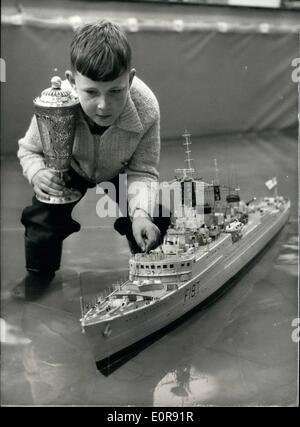 Aug. 08, 1958 - RUSSIAN GOLD CUP IS AWARDED FOR THE BEST MODEL AT THE MODEL ENGINEER EXHIBITION A gold-sup, valued - Stock Photo