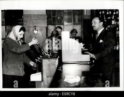 Jan. 19, 1959 - London's First ''Serve-Yourself'' Public House.: The first self-service public house installation - Stock Photo