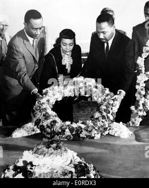 Martin Luther King, Jr. at Gandhi's memorial with wife Stock Photo