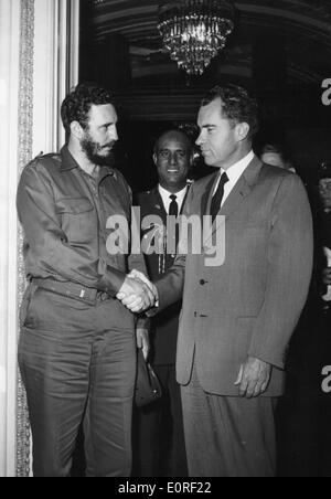 Revolutionary Fidel Castor meets President Nixon - Stock Photo