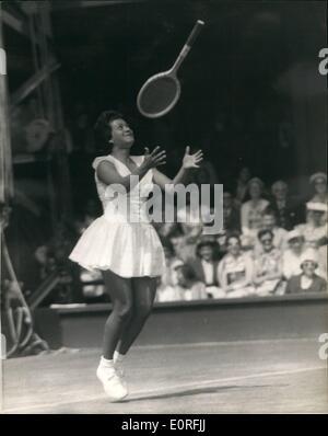 Jun 06 1959 ladies 39 singles at wimbledon darlene hard beats ann stock photo royalty free - Mon lit et moi saint priest ...