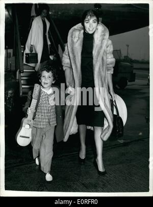 May 05, 1959 - Pier Angeli and her three-year-old son fly into London Airport: Two angry film stars - Eva Bartok - Stock Photo