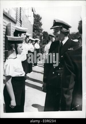 Aug. 08, 1959 - Lady Pamela Mountbatten visits girl's nautical training corps: Lady Pamela Mountbatten today paid - Stock Photo