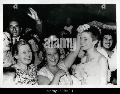 Aug. 08, 1959 - The Festival of The Cinema - In Venice. Carla Arrives With Her New Hair Style. The latest film shown - Stock Photo