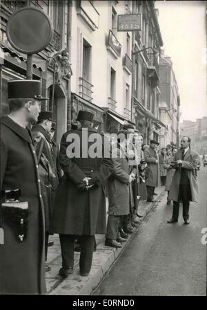 Jan. 27, 1960 - Elysee: Ban on photographers and newspapermen.: Press photographers and newspapermen were refused - Stock Photo