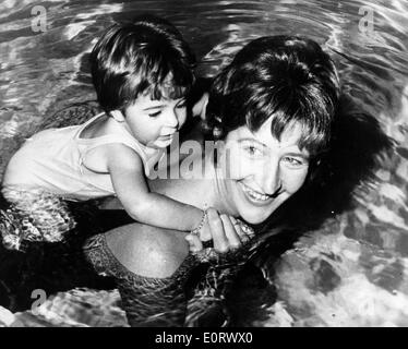 Swimmer Dawn Fraser swimming with daughter - Stock Photo
