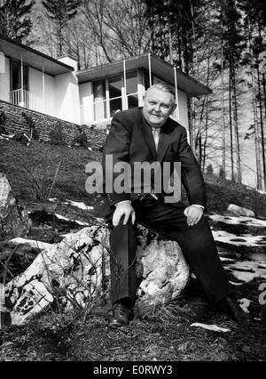 Portrait of Ludwig Erhard outside his home - Stock Photo