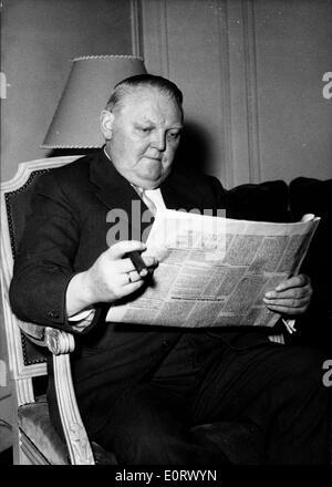 Ludwig Erhard reading the newspaper - Stock Photo