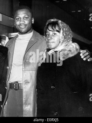 Boxer Smokin' Joe Frazier walking with wife Florence - Stock Photo