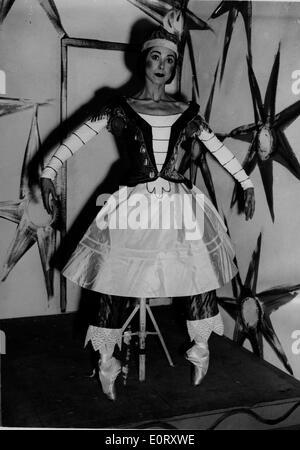 Prima ballerina Margot Fonteyn in costume for a show - Stock Photo