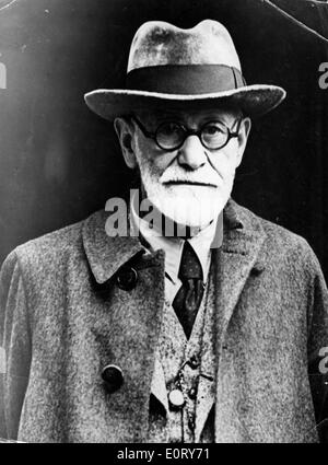 Close-up of Sigmund Freud in a coat and hat - Stock Photo