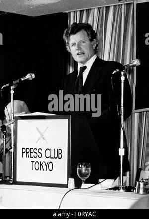 Senator Ted Kennedy speaks at Press Club Tokyo - Stock Photo