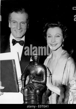 Actor Laurence Olivier receiving an award from his wife Vivien Leigh - Stock Photo