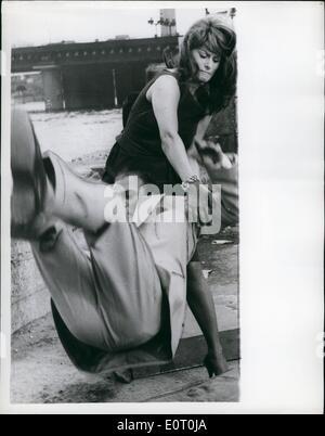 Jun. 06, 1960 - Sophia Loren and Peter Sellers film location shots for the Millionairess: Italian film star Sophia - Stock Photo