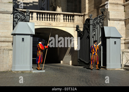 italy, rome, st peter's basilica, swiss guards - Stock Photo