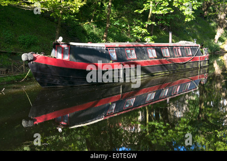 Narrowboat moored on the Rochdale Canal, Sowerby Bridge, West Yorkshire - Stock Photo