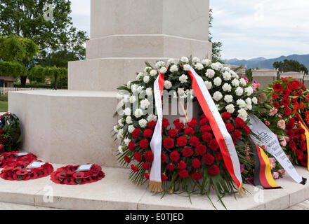 Wreaths laid at a memorial to the fallen in the Battles of Cassino and other battles in the WWII Italian campaignl - Stock Photo