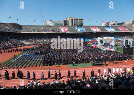 Philadelphia, Pennsylvania, USA. 19th May 2014. University of Pennsylvania faculty in commencement procession watched - Stock Photo